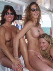 Naked mature GFs and sexy MILF lesbians