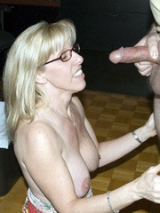 Blonde grandma ready to suck a dick