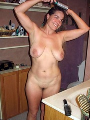Gorgeous naked mommy with big nipples