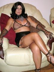 Splendid mom in sexy black lingerie