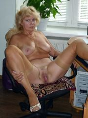 Naked MILF pictures from home cameras