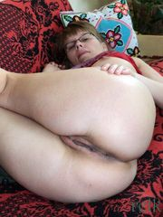 Plump milf with glasses exposes her..