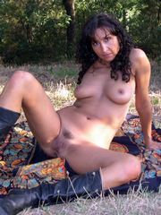 Gorgeous mommy naked outdoor, amateur..