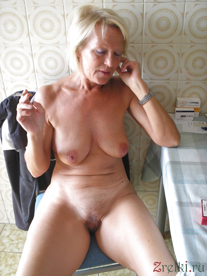 nude amature women at home