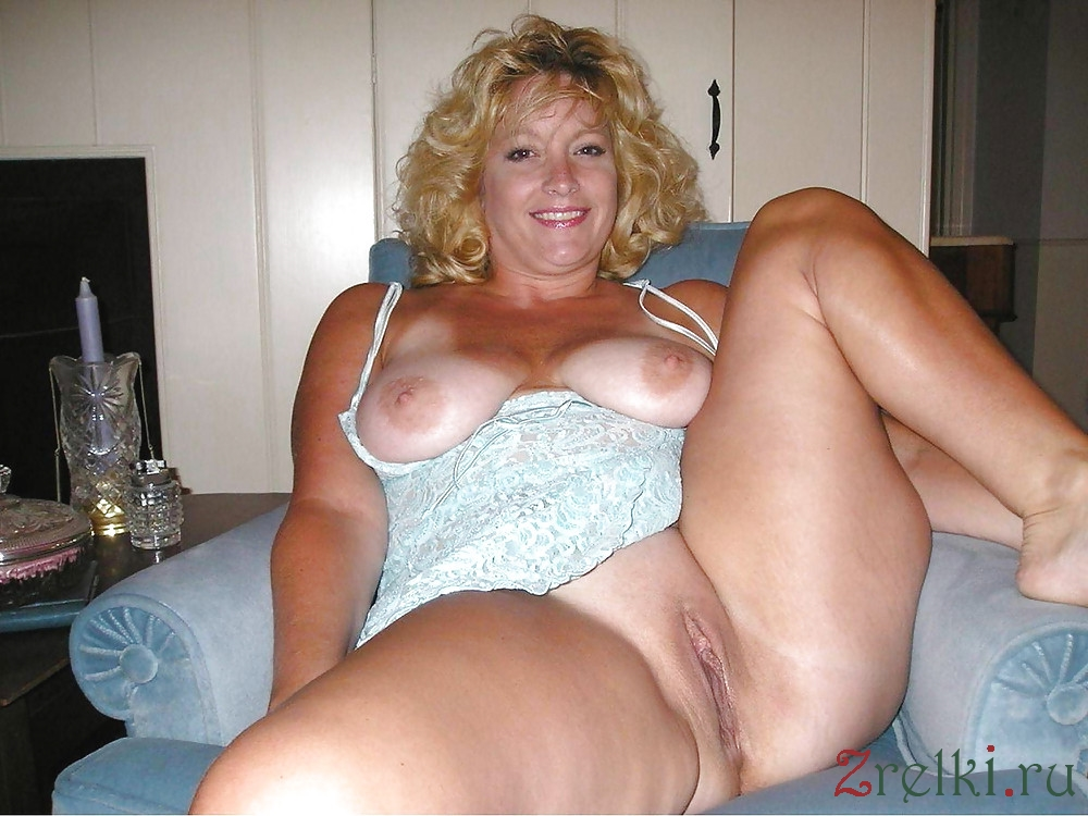 Aged blond lady shows off natural tits and dildo skills 6