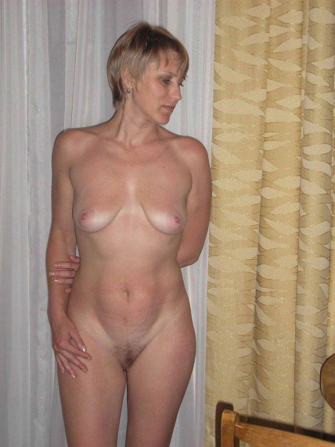 стройные голые дамы фото