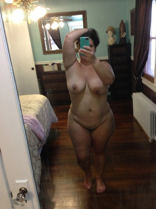 plump nude girl self picture