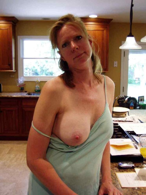 amateur housewife nude selfies