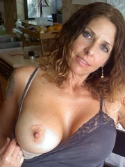 American milf with beautiful natural..